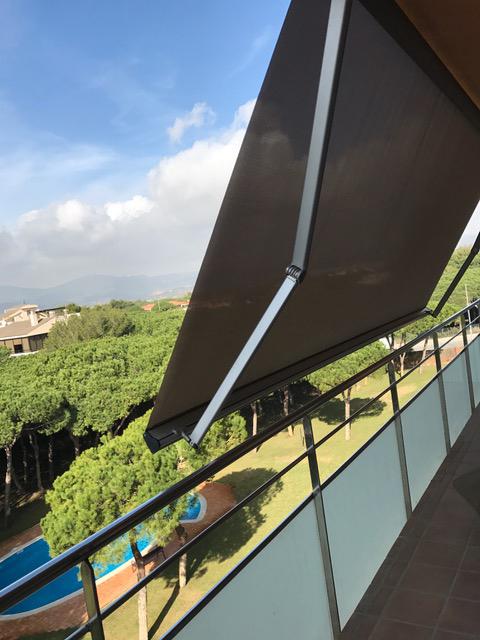 Toldos moncano brazo articulado for Brazos para toldos balcon